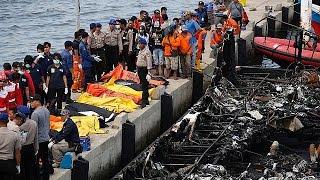 أندونيسيا: 23 قتيلا وعشرات المفقودين في حريق سفينة لنقل المسافرين |