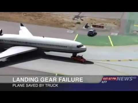 Image video شاهدوا ماذا فعل سائق الطائرة عندما لم تفتح العجلة الامامية