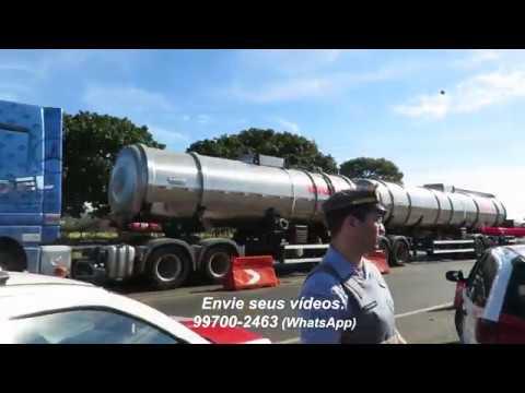 Começa desbloqueio de caminhões na SP-333, em Marília