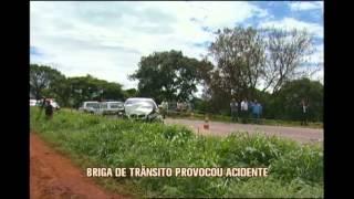 Acidente com tr�s mortes na BR-265 foi provocado depois de briga de tr�nsito, diz PMRv