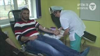 С мира по капле.  Доноры крови  Артёма выстроились в очередь.