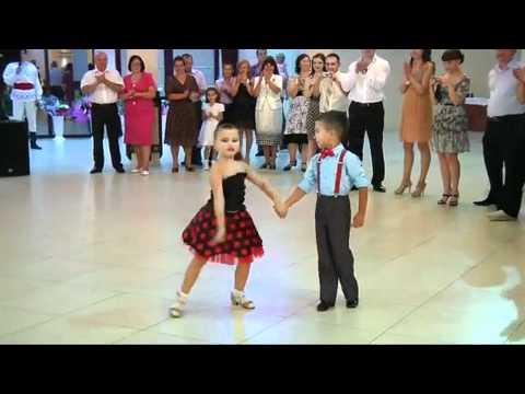 Niños Bailando - Kids Dancing