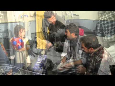 Ruben Marín, Antonio Orozco y Jordi Alba visitan a los niños del Hospital Joan XXIII - 27/12/13