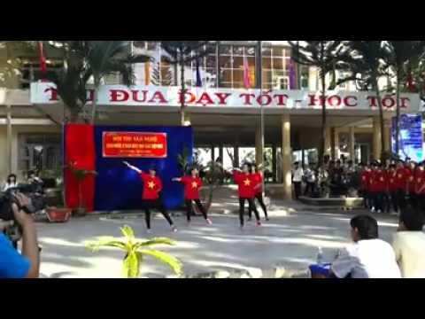 '' Tôi Yêu Viêt Nam'' Nhảy Cổ Động - 12c2 THPT Phan Ngọc Hiển - Năm Căn