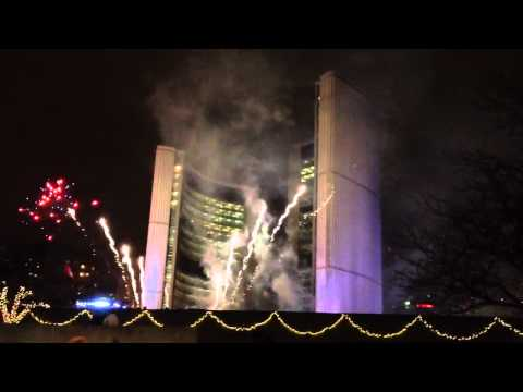 Happy New Year 2012 - Fireworks Toronto - Nathan Phillip Square [HD]