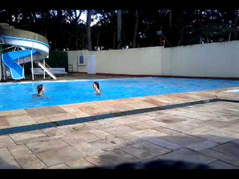 (Já era a água da piscina) Brenda se afogando