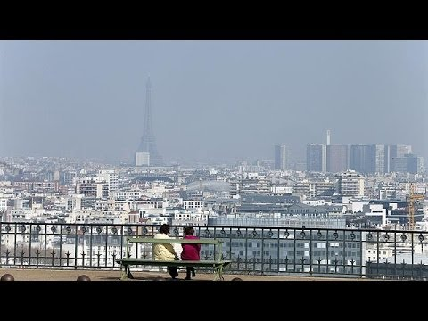 Pollution-hit Paris offers free public transport