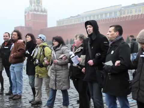 Au cîntat în Piața Roșie cu panglici albe