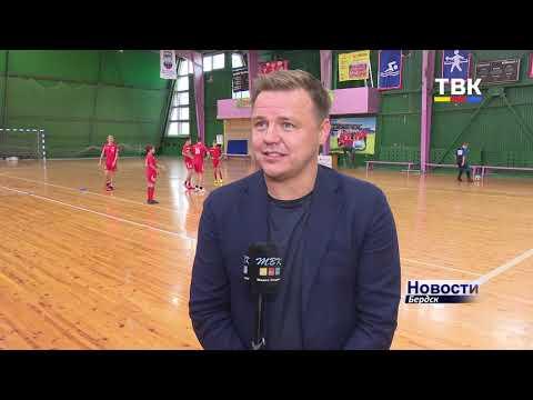 Экс-форвард сборной России по футболу Руслан Пименов встретился с юными футболистами Бердска