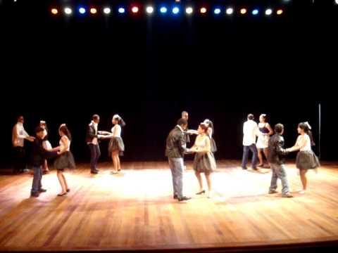 Dança dos anos 60 - Lacinho Cor de Rosa - E.E.Profª Vera Athayde Pereira (CEU)