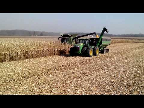 John Deere S680 combine in Irrigated Corn.