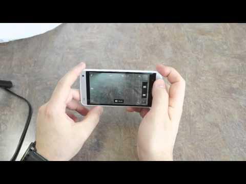 HTC One Mini có màu chủ đạo đen và bạc sang trọng