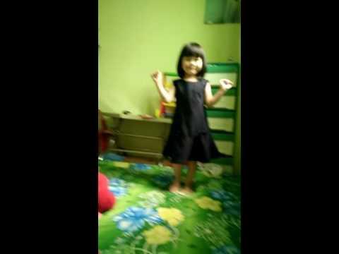 Hai chị em tự sướng nhảy Oppa Gangnam Style trong phòng phần 1