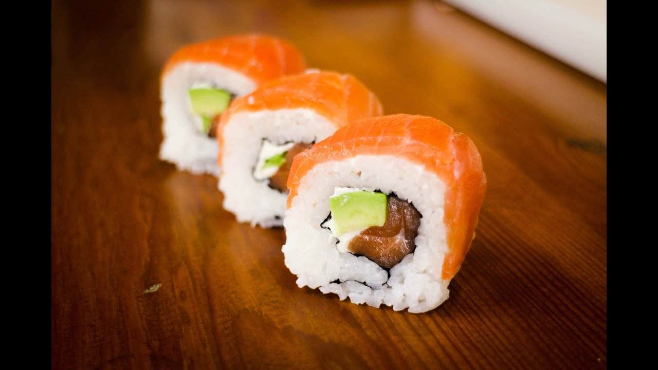 smoked salmon sushi roll - learn how to make this amazing sushi roll ...