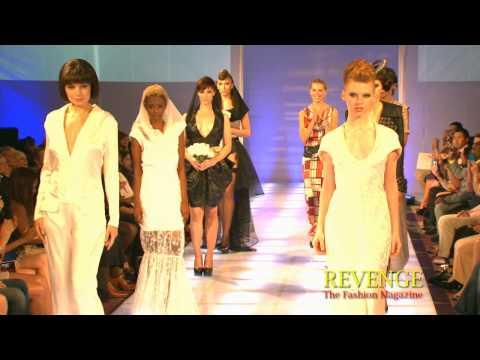 Beispiel: Runway Finale La Mode Abyssale, Video: La Mode Abyssale.