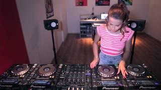 New 2014, anh em chuyển qua nghe tí DJ nước ngoài :)