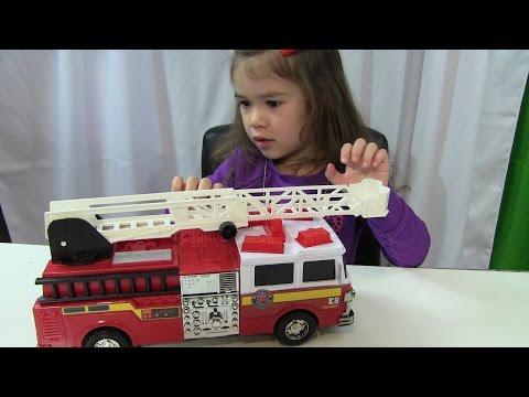Bé Peanut Mở Đồ Chơi Xe Cứu Hỏa -  Emergency Fire Rescue Engine Truck Toy From Just Kidz