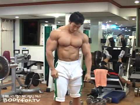 Huge bodybuilder demonstrates the eight mandatory poses