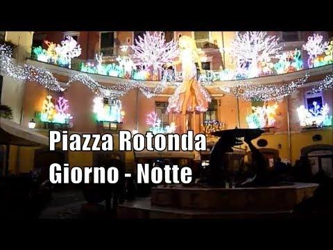 Come diversa Piazza Rotonda di giorno i di sera  Salerno