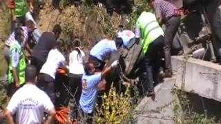 Otomobil Uçuruma Yuvarlandı  1 Kişi Öldü  4 Kişi Yaralandı
