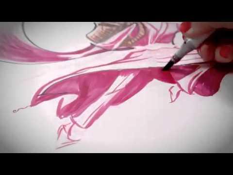 Cô gái vẽ tranh dựa trên những nét nguệch ngoạc từ trước