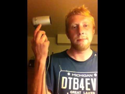 image vidéo La musique du film Kill Bill avec un sèche-cheveux