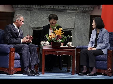 President Tsai meets Panamanian Ambassador to ROC Alfredo Martiz Fuentes