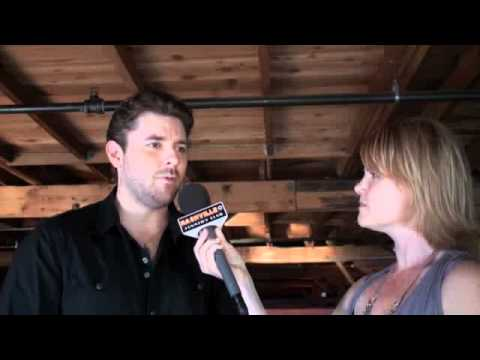 "Chris Young's ""Neon"" Jubilee Interview"
