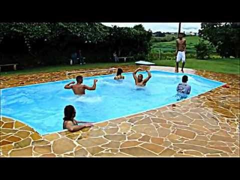 Afogando na piscina