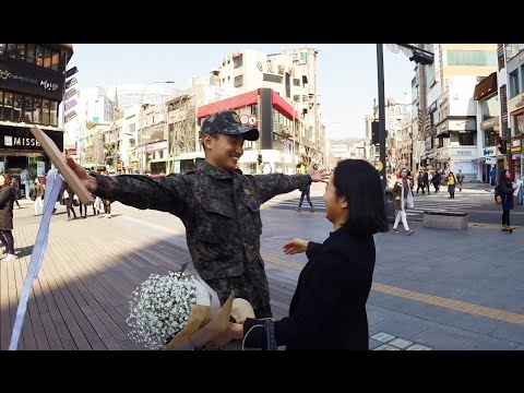 Boyfriend in army surprises his girl friend