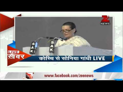Sonia Gandhi slams Left, BJP at Kochi rally