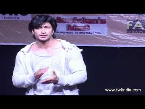 Vidyut Jamwal : Super Fit : Teaches Self Defence to College Girls