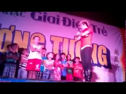 Lâm Chấn Khang đào tạo anh em trên sân khấu