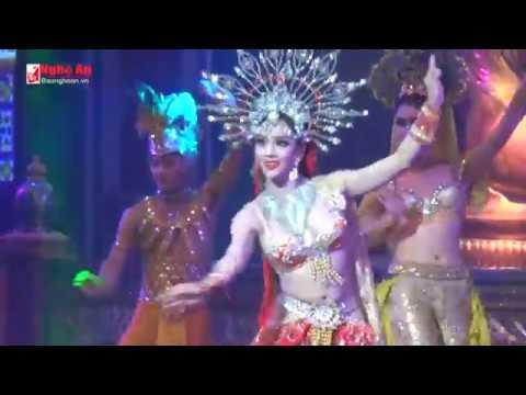 Xem người mẫu chuyển giới ở Thái Lan biểu diễn
