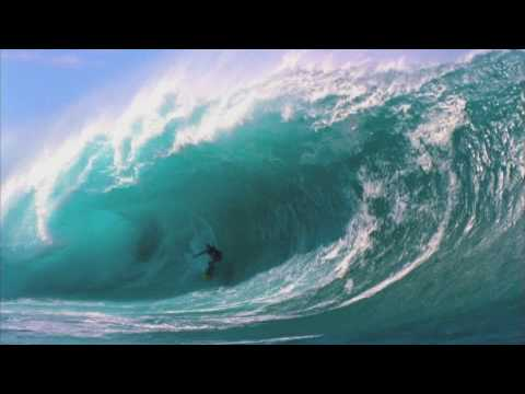 Ian Walsh rides wave at Teahupoo (Red Bull)