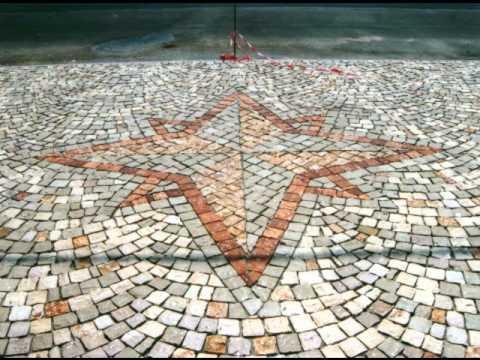 Plm pavimenti per esterni in pietra in sampietrini con for Pesci per laghetti esterni