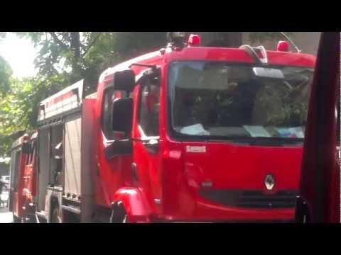 Lính cứu hỏa Hà Nội chữa cháy nhà dân