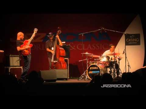 Mark Whitfield Trio -
