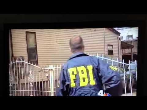 爆笑!! 神勇FBI 吃力誇圍欄,身後隊友一推門就開
