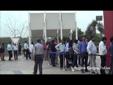 iPhone 5S, 5C India Delhi Launch Event Huge Response, Long Queue, 5S Gold In High Demand