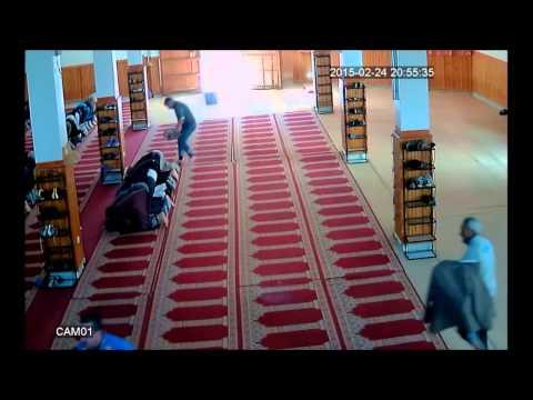 سارق في أحد المساجد