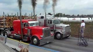 Carreras de camiones con troncos