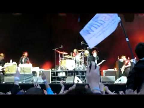 Foo Fighters - Walk - T IN THE PARK 2011