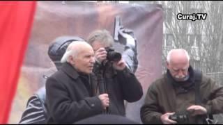 Au ieșit să apere monumentul sovietic de la Academia de Științe