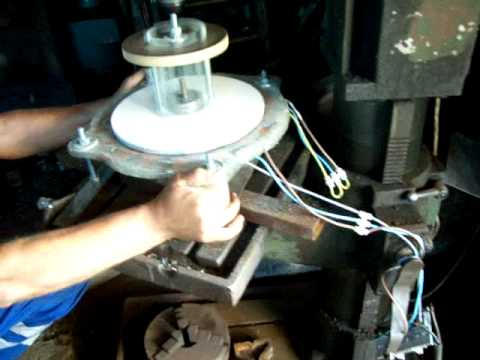 Home Made Wind Turbine, generator cu magneti permanenti (neodymium magnets), free energy - YouTube