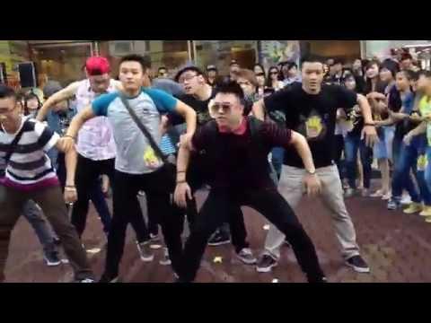 FULL: Gil Lê - Flash mob Bye Bye Label tại SG - Gangnam Style so hot ^.^ - 1080p HD