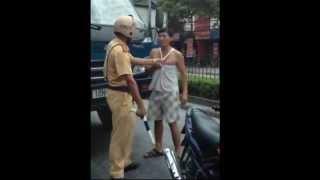 CSGT đánh tài xế gãy dùi cui
