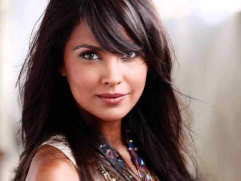 Chalo Dilli + Full Song + Lara Dutta 2011
