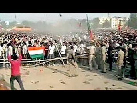 Total chaos at Modi's rally at Gaya in Bihar, police use batons on crowds