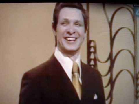Russian guy singing lalala high voice(Эдуард Хиль